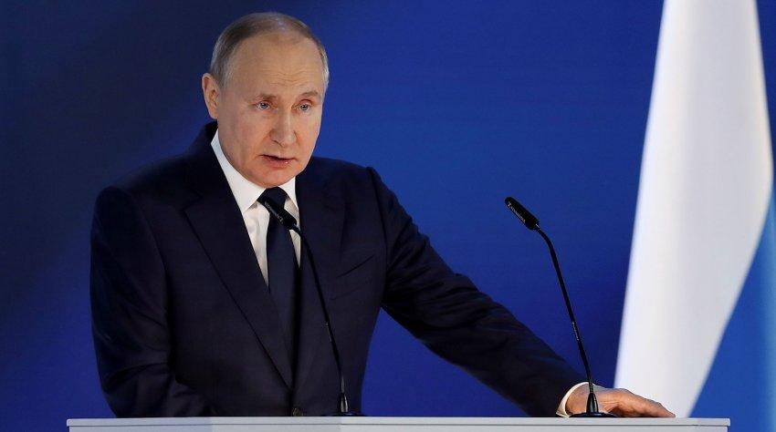 Оклады одинаковые, надбавки и премии прозрачные: Путин пообещал медикам новую систему оплаты труда