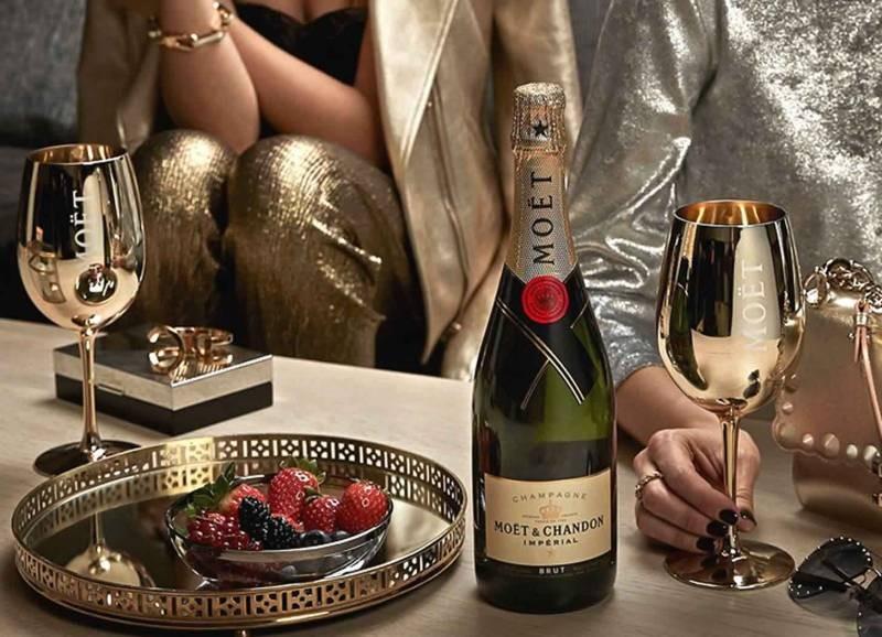 Производитель Moët & Chandon приостановит поставки шампанского в Россию