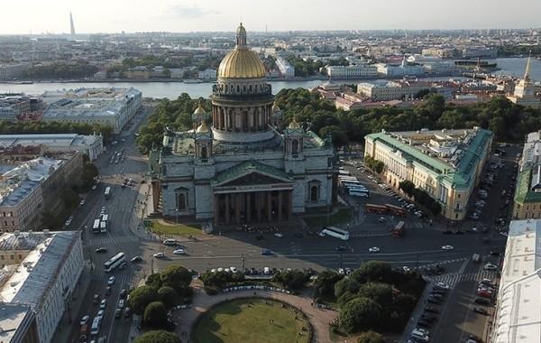 В Санкт-Петербурге введут новые ограничения из-за коронавируса