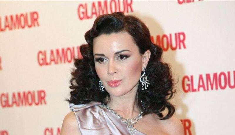Актриса Анастасия Заворотнюк переписала на маму недвижимость