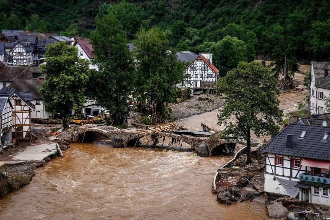 Ангела Меркель посетила наиболее пострадавшие от наводнения регионы Германии
