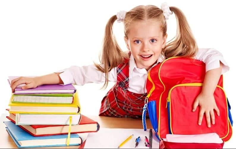 В августе школьники России начнут получать по 10 тысяч рублей