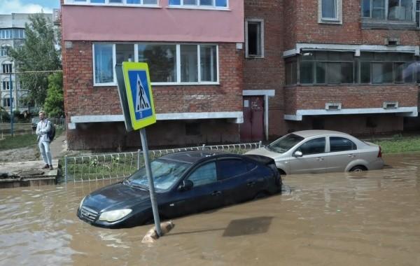 В Керчи активно продолжают устранять последствия наводнения