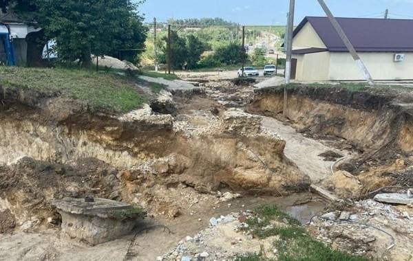 Сложная ситуация для туристов сохраняется в Анапе из-за наводнений