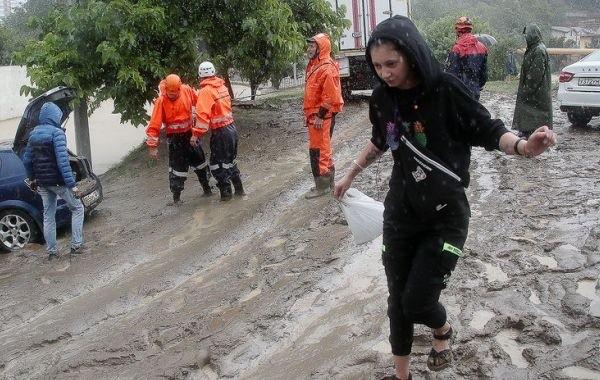Штормовое предупреждение объявили в Сочи