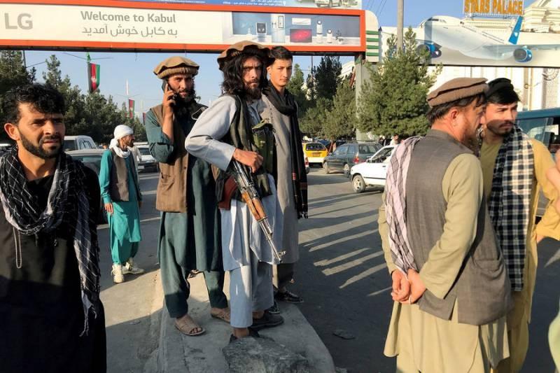 Талибы захватили Кабул, люди пытаются сбежать из Афганистана