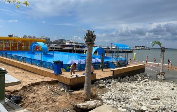 В Анапе вновь запретили купание на всех пляжах