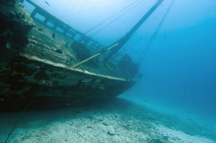 Если дерево легче воды - почему тонули деревянные корабли?