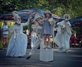 21 сентября в Бишкеке у памятника Курманжан Датке стартует Международный фестиваль уличных театров