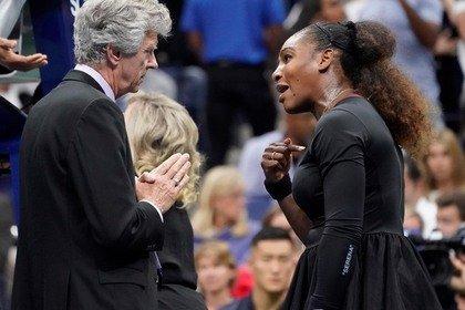 Мировой теннис выступил против истерившей Серены Уильямс