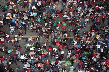 К границе США направился новый караван мигрантов