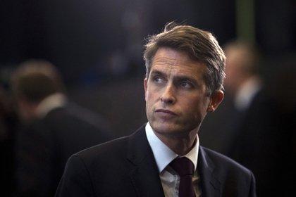 Британского министра обороны уволили за «длинный язык» и мысли о войне