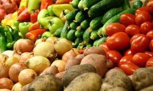 С 22 мая Казахстан снял запрет на ввоз картофеля, яблок и хурмы из Кыргызстана