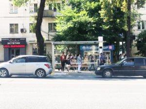 На улицах Бишкека установлено 8 новых стеклянных остановочных комплексов
