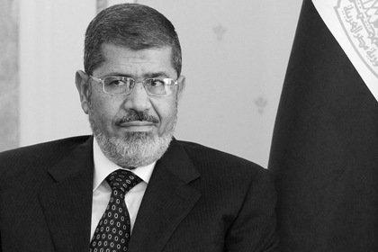 Пожизненно осужденный бывший президент Египта умер в суде
